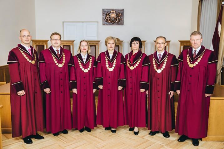 Satversmes tiesas tiesneši. No kreisās: J.Neimanis, A.Laviņš, D.Rezevska, I.Ziemele, S.Osipova, A.Kučs, G.Kusiņš. Foto: T.Norde.