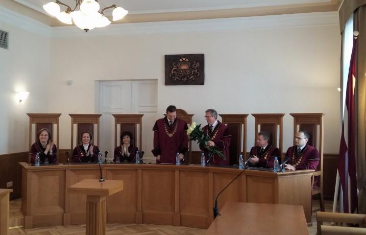 Satversmes tiesas priekšsēdētāja vietnieka vēlēšanas. No kreisās: I. Ziemele, D. Rezevska, S. Osipova, A. Laviņš, U. Ķinis, G. Kusiņš, K. Balodis Foto: K. Strazda