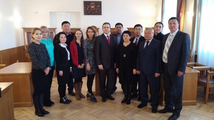 Satversmes tiesas priekšsēdētājs A.Laviņš tiekas ar Kirgizstānas Republikas delegāciju Satversmes tiesā.