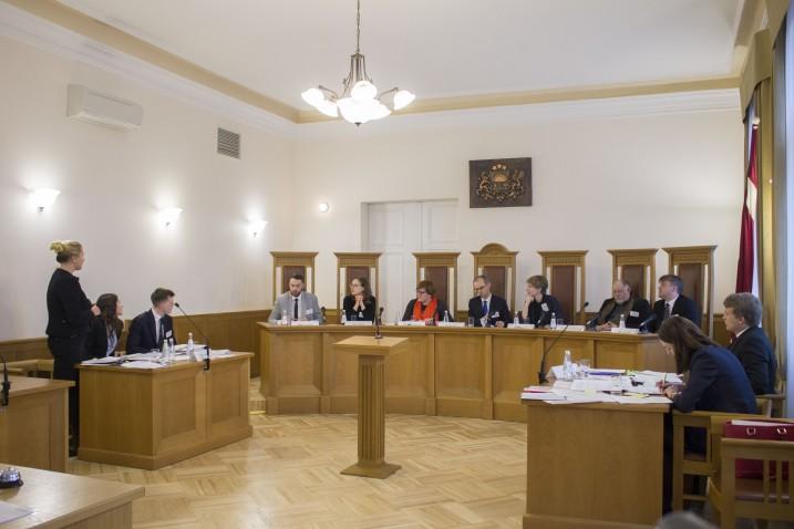 Latvijas Republikas tiesībsarga organizētās tiesas procesa izspēles fināls Satversmes tiesas sēžu zālē. Foto: A. Straume.
