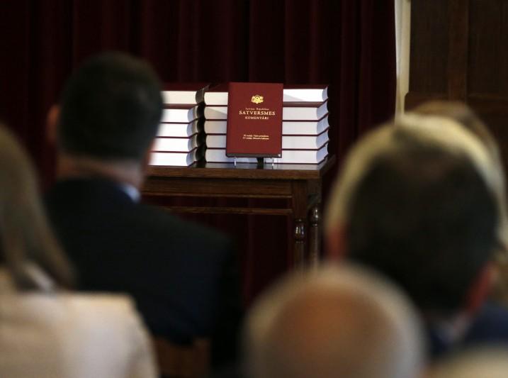 Satversmes komentāru ceturtā sējuma svinīgā atvēršana Rīgas pils Svētku zālē. Foto: Valsts prezidenta kanceleja.