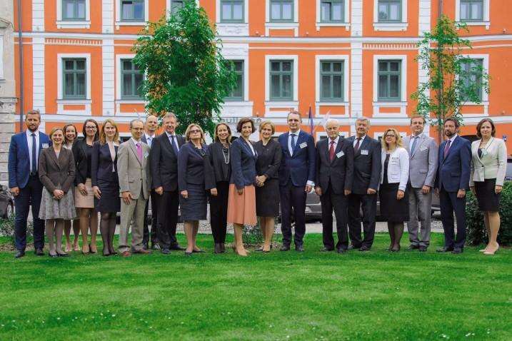 Satversmes tiesas pārstāvji kopā ar Lietuvas Konstitucionālās tiesas kolēģiem.